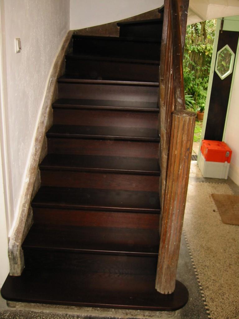 Alte Treppe, neue Stufen